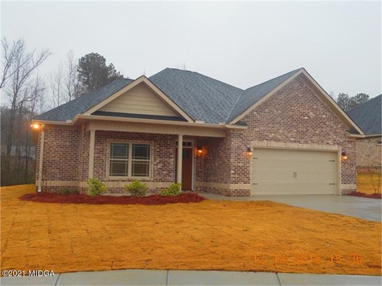 Single Family Residence, Traditional - Forsyth, GA