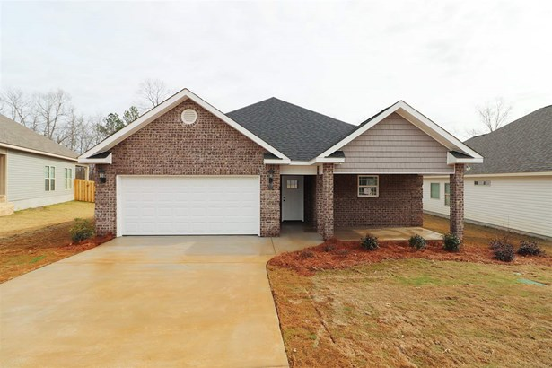 Single Family Detached - Byron, GA