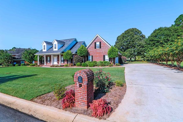 Single Family Detached - Kathleen, GA