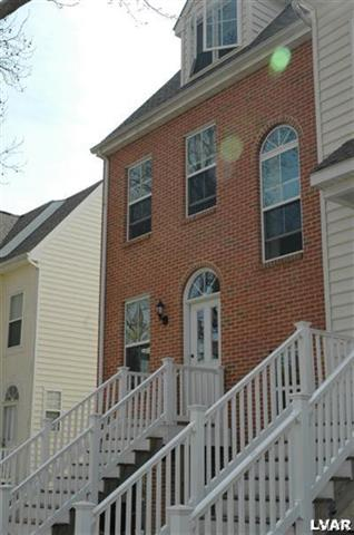Row-End Unit, Contemporary - Bethlehem, PA (photo 2)