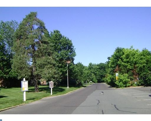 712 Meadow Woods Ln, Lawrence, NJ - USA (photo 2)