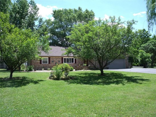 8641 South County Road 825 E, Plainfield, IN - USA (photo 2)