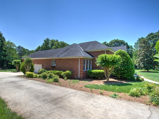 1800 Northbay Drive, Browns Summit, NC - USA (photo 3)