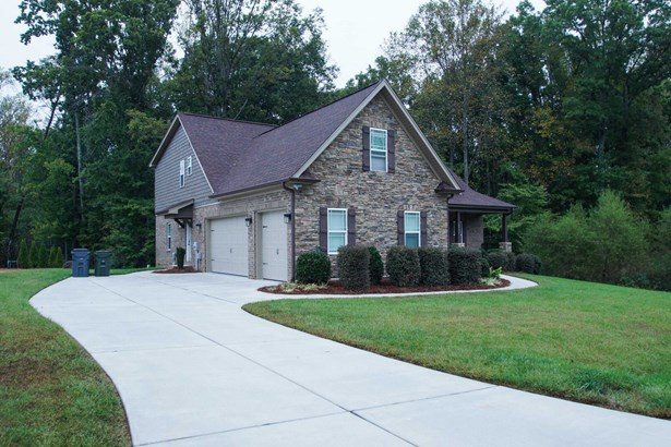 8926 Grove Park Drive, Oak Ridge, NC - USA (photo 2)