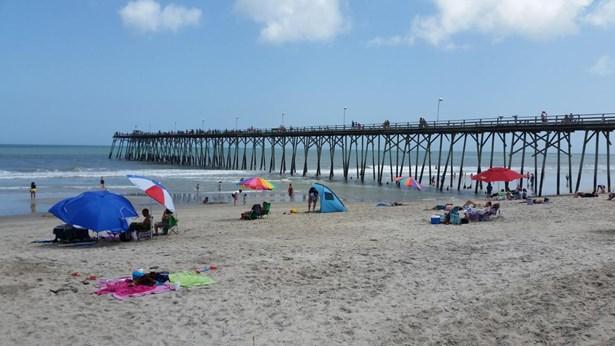 613 S 3rd Avenue , Kure Beach, NC - USA (photo 5)