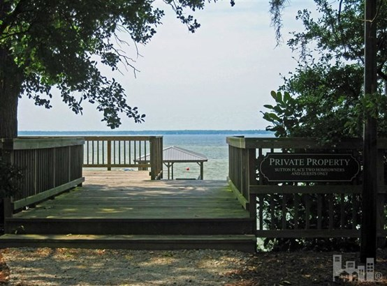 9 Sutton Place Drive , Lake Waccamaw, NC - USA (photo 2)