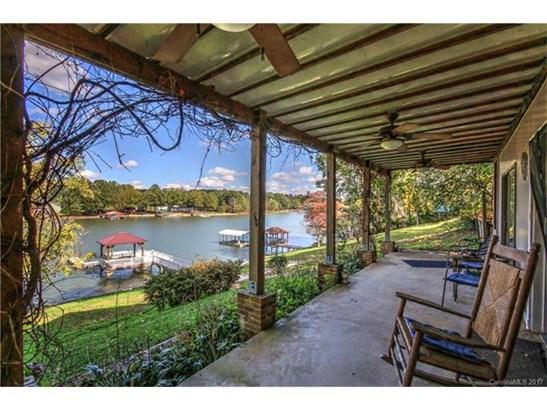 Tri-Level, Cottage/Bungalow - Mooresville, NC (photo 1)