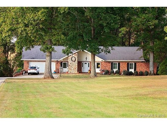 Ranch, 1.5 Story/Basement - Claremont, NC (photo 1)