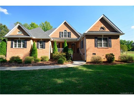 1.5 Story, Traditional - Mooresville, NC (photo 1)