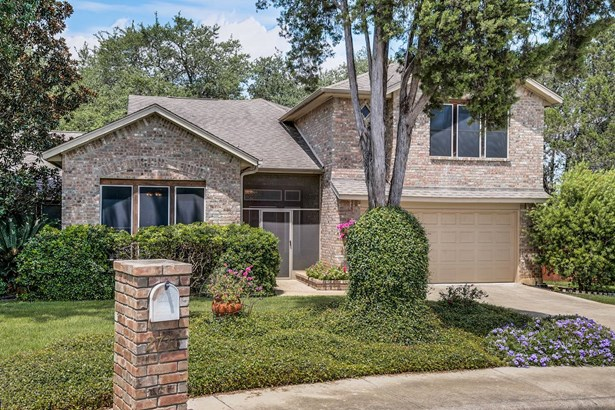 2736  Diamond Trail , New Braunfels, TX - USA (photo 2)