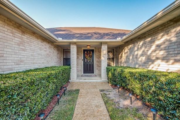9607   Dove Shadow , San Antonio, TX - USA (photo 2)