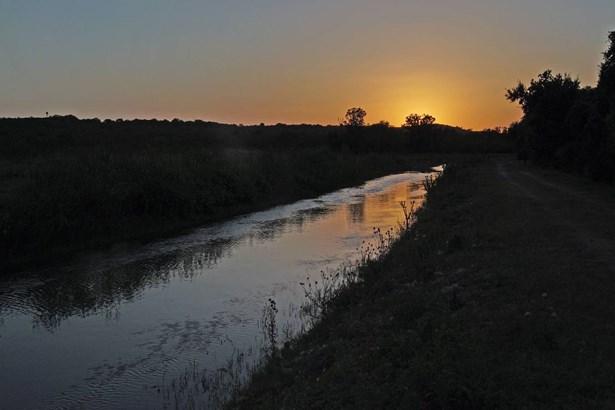 003  Cr 271 , Rio Medina, TX - USA (photo 2)