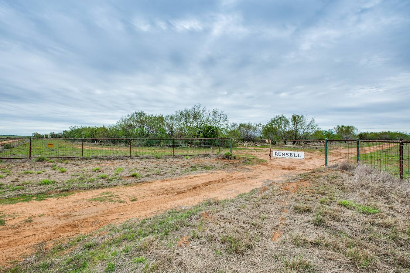 10120  Cr 4670 , Dilley, TX - USA (photo 3)