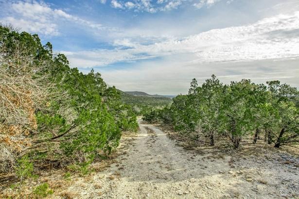 121  Elm Pass (fr) , Center Point, TX - USA (photo 4)