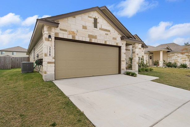 2258   Clover Ridge , New Braunfels, TX - USA (photo 2)