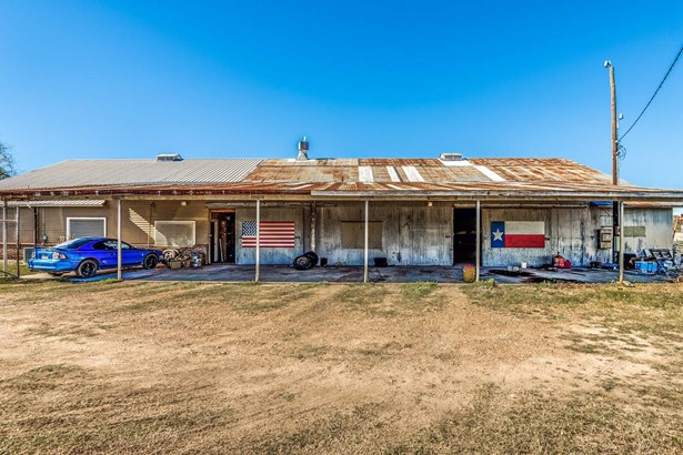 634 E. Fannin St , Goliad, TX - USA (photo 4)