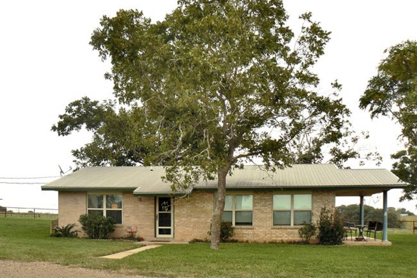 1818  North Business Loop 181 , Floresville, TX - USA (photo 1)