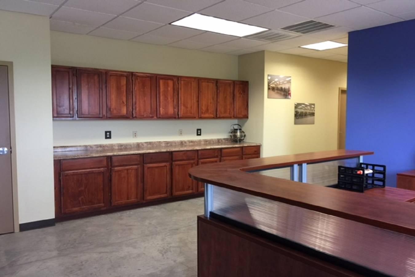 225  Commerce Court , Gonzales, TX - USA (photo 2)