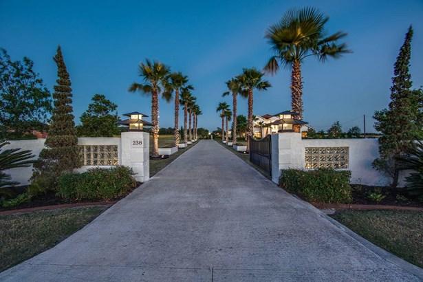 238  Shannon Ridge Drive , Floresville, TX - USA (photo 1)