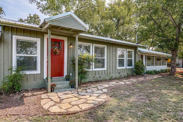 3175  County Road 108 , Gonzales, TX - USA (photo 1)