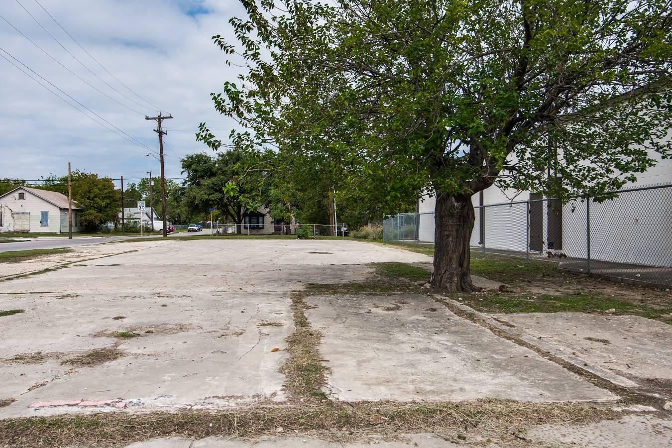 1343 W. Hildebrand , San Antonio, TX - USA (photo 2)