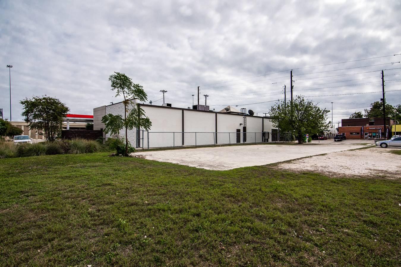 1343 W. Hildebrand , San Antonio, TX - USA (photo 3)