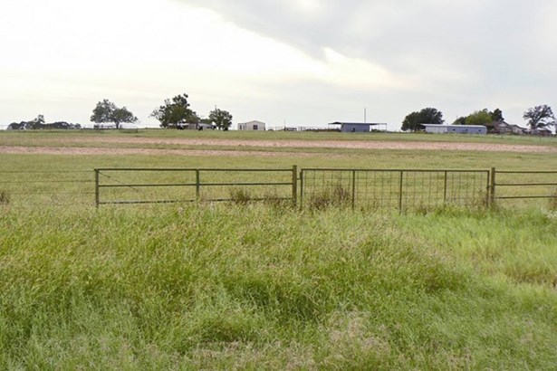 1818  North Business Loop 181 , Floresville, TX - USA (photo 2)