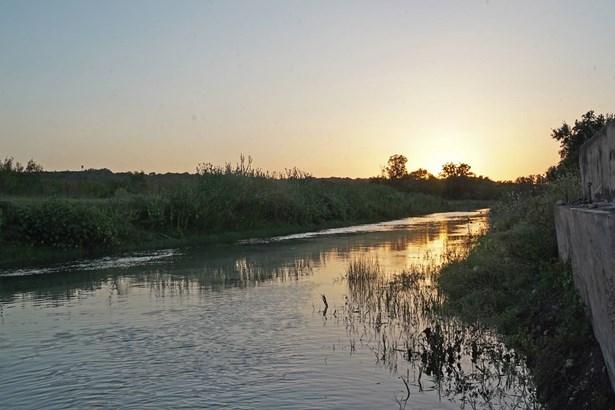 003  Cr 271 , Rio Medina, TX - USA (photo 3)