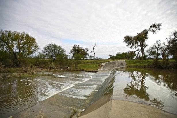 00   York Crossing , Kingsbury, TX - USA (photo 4)