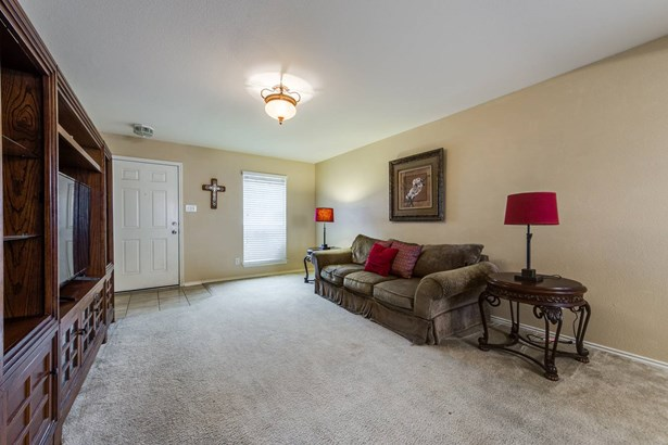 8939  Scarlet Creek  , Universal City, TX - USA (photo 5)
