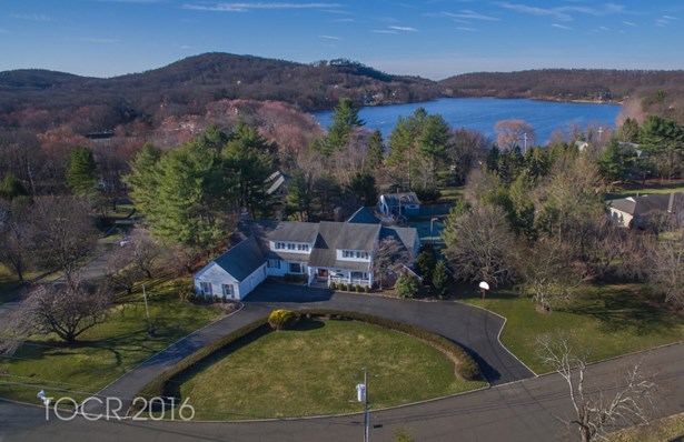 376 Longbow Drive, Franklin Lakes, NJ - USA (photo 1)