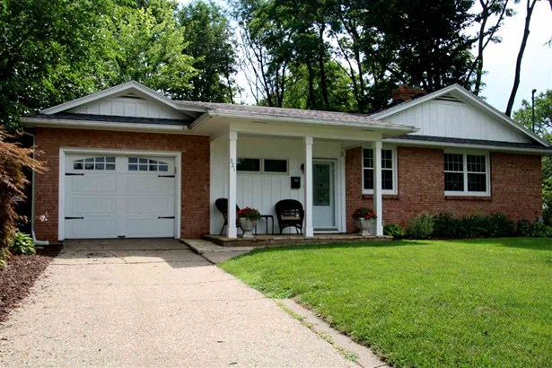 321 Thorwaldsen Place, Clinton, IA - USA (photo 1)