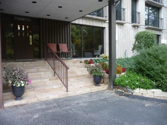 1800 7th Street #8d, East Moline, IL - USA (photo 2)