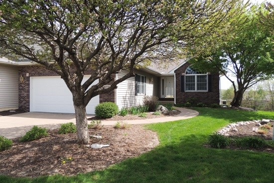 816 Falcon Drive, Le Claire, IA - USA (photo 1)