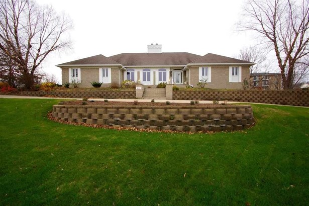 408 Stagecoach Trail, Le Claire, IA - USA (photo 1)