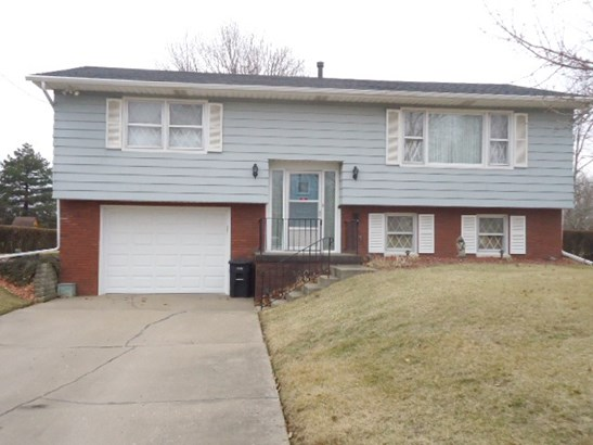 8916 Ridgewood Road, Rock Island, IL - USA (photo 1)