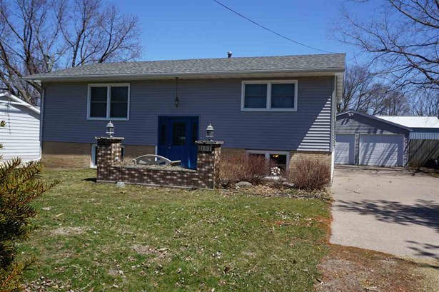107 5th Street, Low Moor, IA - USA (photo 1)
