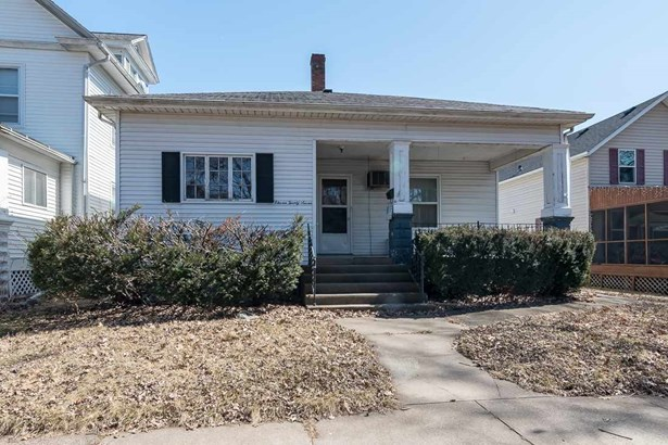 1127 Pershing Boulevard, Clinton, IA - USA (photo 1)