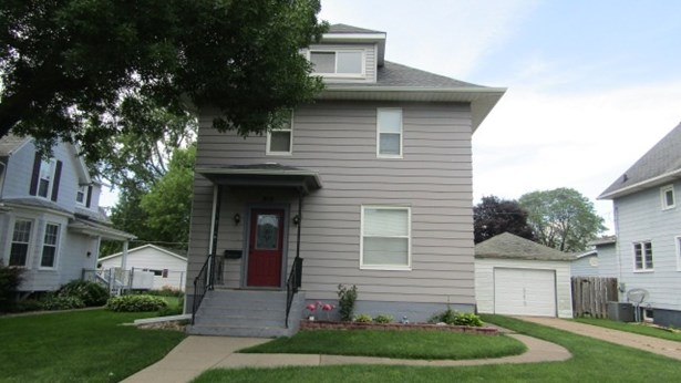812 S 4th Avenue, Clinton, IA - USA (photo 1)