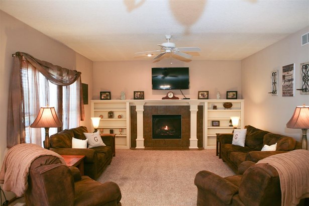 1646 Green Bay Court, Davenport, IA - USA (photo 2)