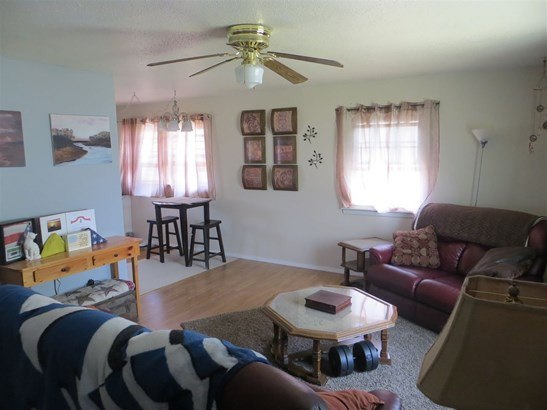 8105 8th St W, Rock Island, IL - USA (photo 5)
