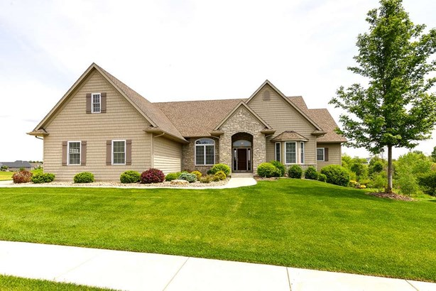 11 Cobblestone Lane, Le Claire, IA - USA (photo 1)