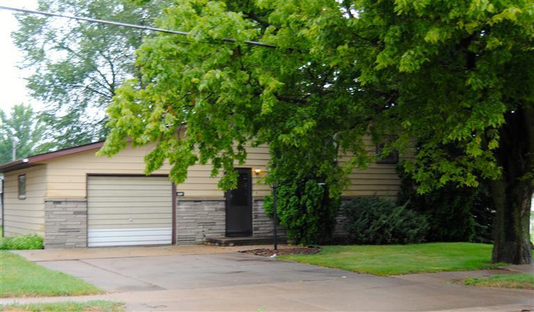 1355 13th Ave N, Clinton, IA - USA (photo 1)
