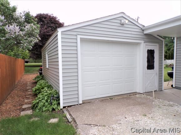 1327 Lincoln Rd, Monmouth, IL - USA (photo 5)