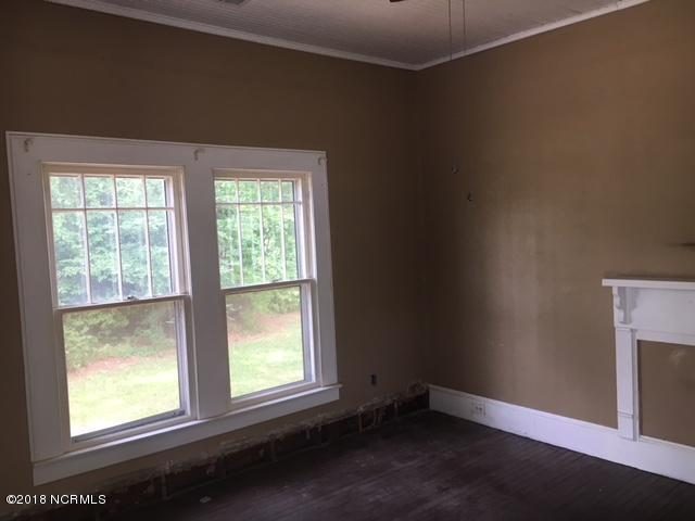 401 S College Avenue , Kenly, NC - USA (photo 3)
