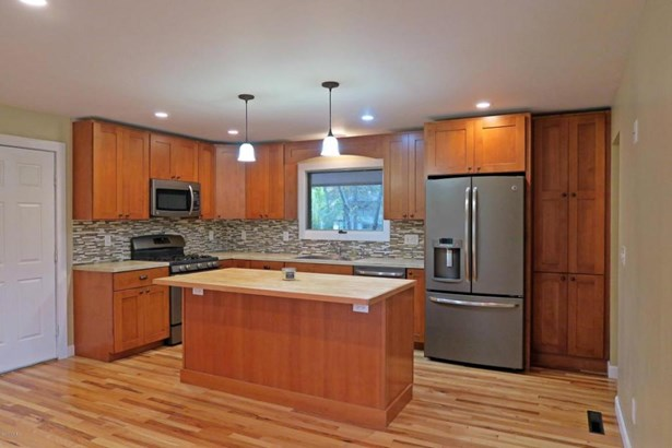 4780 Shore Court, Coloma, MI - USA (photo 2)