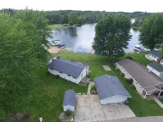 2150 Bass Island Park Drive, Eau Claire, MI - USA (photo 1)