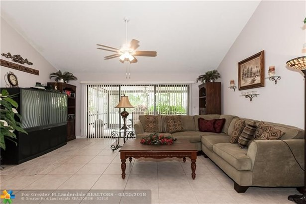 Condo/Co-op/Villa/Townhouse - Boca Raton, FL (photo 5)