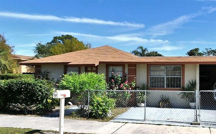 716 N 23rd N Street, Fort Pierce, FL - USA (photo 1)