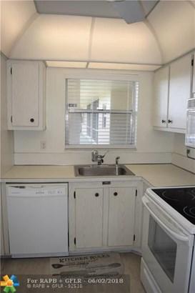 Condo/Co-op/Villa/Townhouse - Deerfield Beach, FL (photo 3)